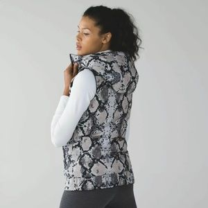 Lululemon The Fluffiest Vest reverses black/snake